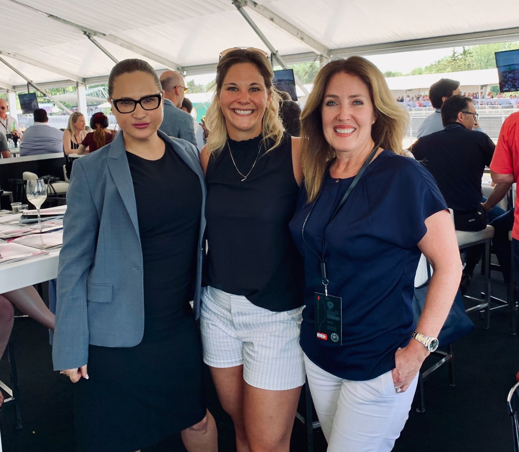 À propos d'hier… Femmes de business, sports Marie-Eve Dicaire et finances réunies au GP de Montréal dimanche. Merci à François Dumontier pour l'invita…